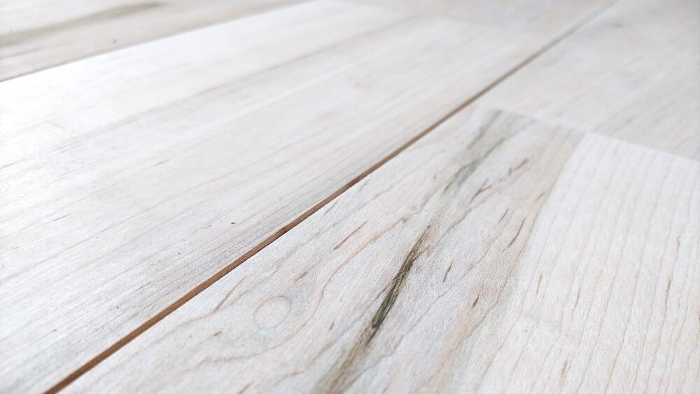 床を自然素材にこだわった住宅