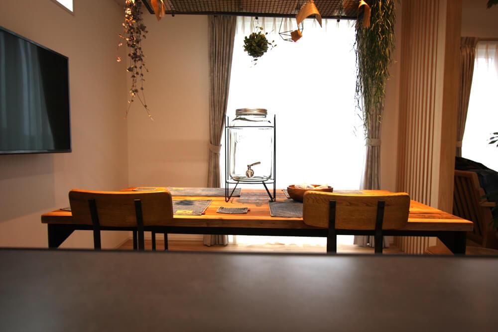 西海岸風の家具でモデルハウスをレイアウト